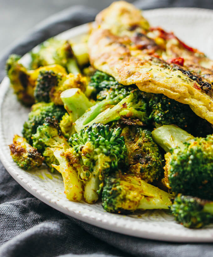 Curried omelette with broccoli and sun-dried tomatoes