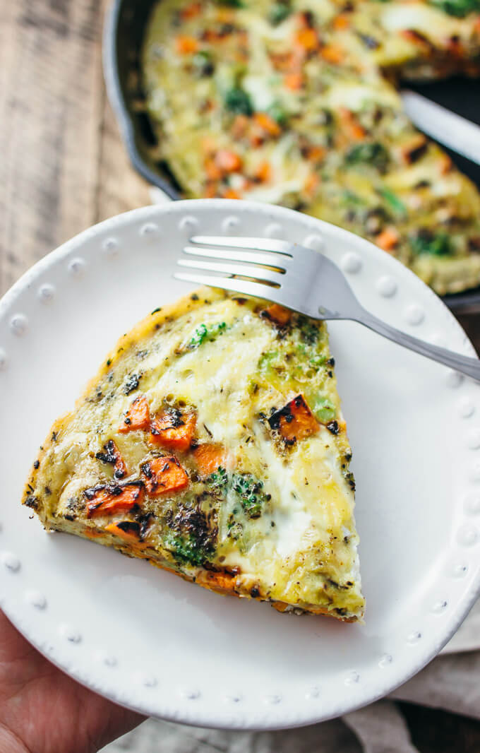 Broccoli and sweet potato frittata with thyme - I love this healthy and easy vegetable frittata — it's a one-pan dish that starts on the stove and then finishes in the oven. This recipe works great for all kinds of vegetables, if you're looking to clean out some veggies in your fridge. I used broccoli and sweet potato; other great ideas include spinach, asparagus, potato, and mushrooms. Yum 😃 - savorytooth.com