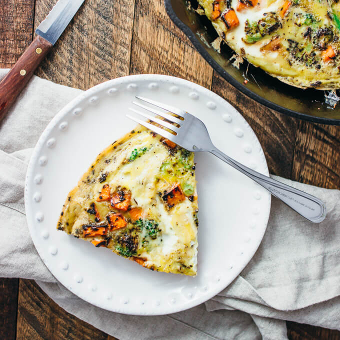 Sliced frittata with sweet potatoes and broccoli florets
