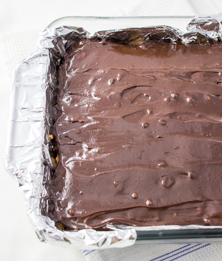 top chocolate layer of oreo peanut butter bars