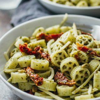 Pesto pasta salad with sun-dried tomatoes