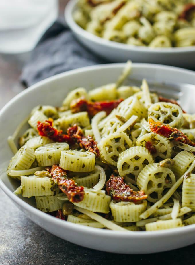 Pesto pasta salad with sun-dried tomatoes - savory tooth