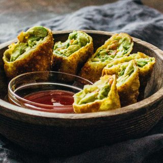 Avocado egg rolls with sweet chili sauce (vegan)