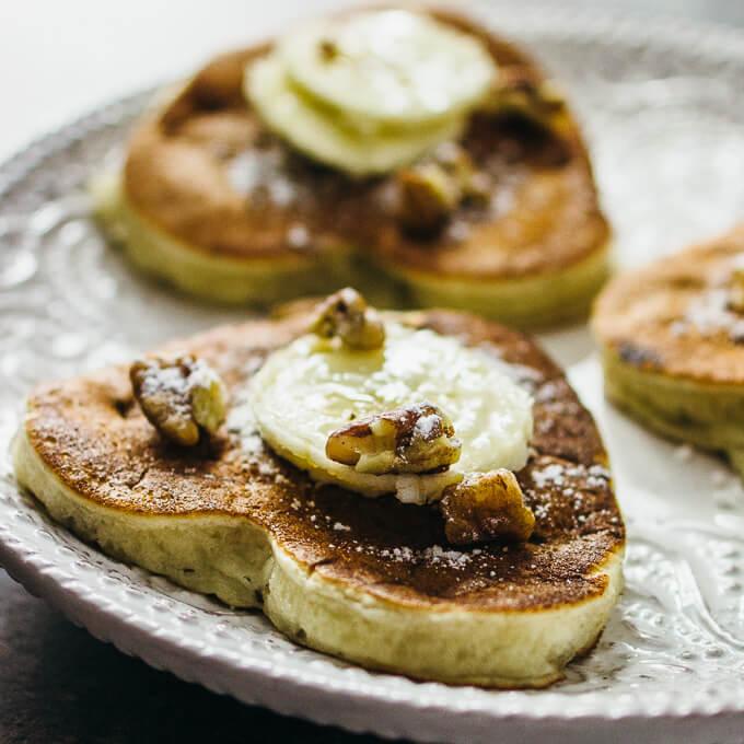 Banana pancakes with pecans