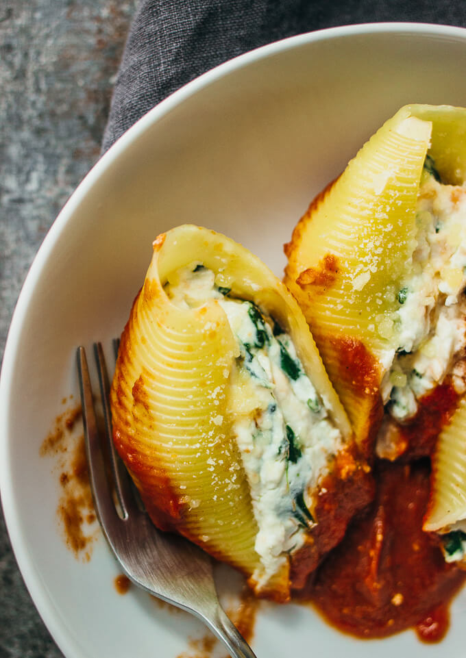 Easy ricotta cheese stuffed shells with spinach