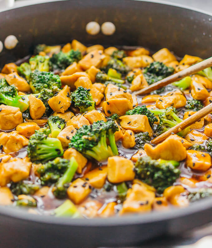 Close up view of chicken rice bowl with broccoli in black pan