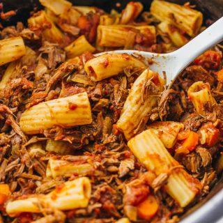 Slow cooker beef ragu rigatoni