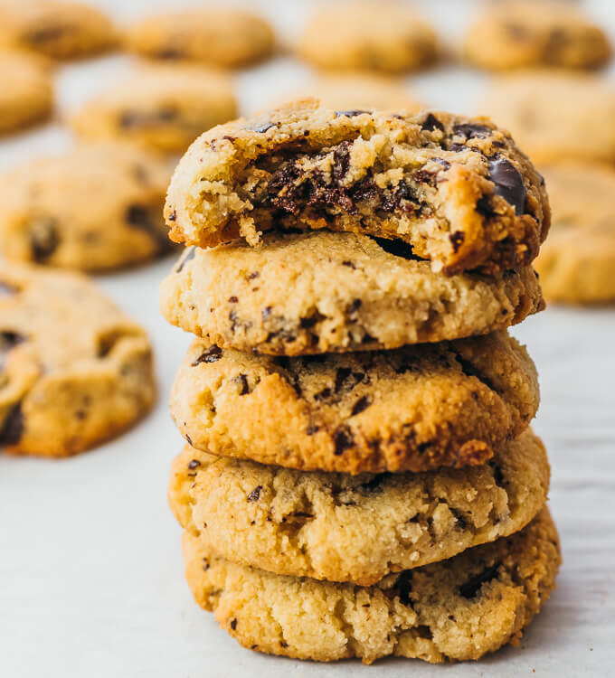 Keto Chocolate Chip Cookies (Low Carb Recipe) - Savory Tooth
