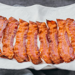 baked bacon slices on paper towel